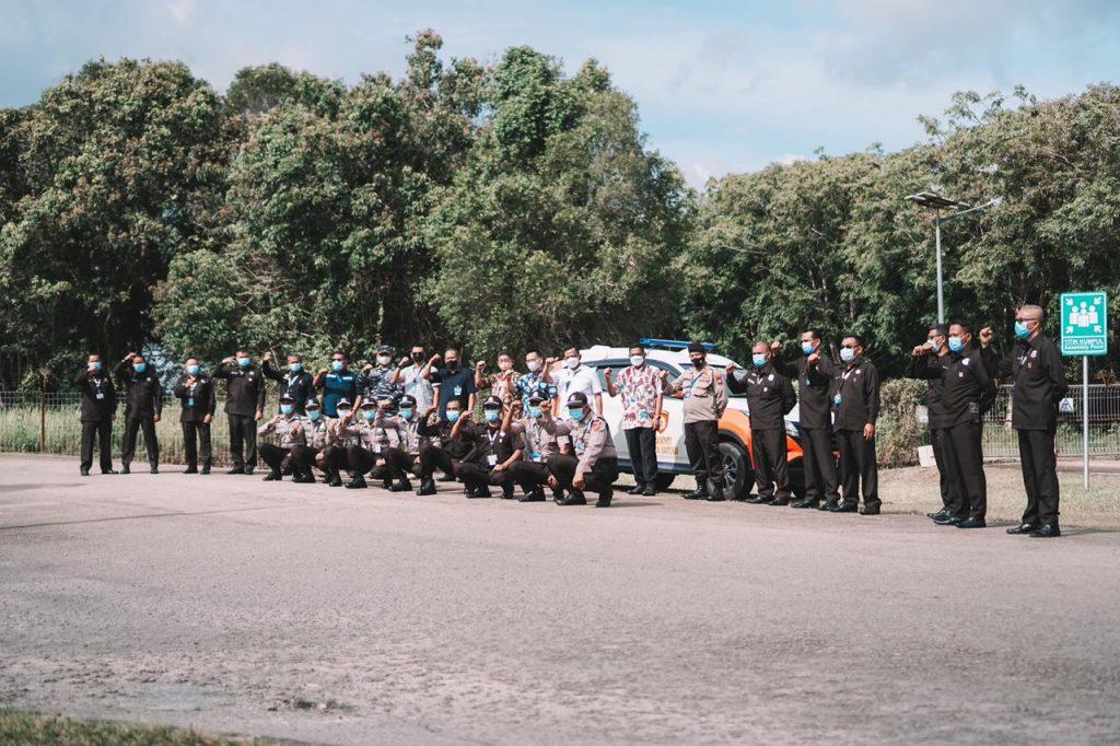 Foto Bersama Acara Simbolik Pengenaan Seragam Satpam yang Baru untuk BRC dan BMW